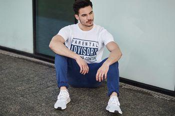 Styling Nr. 441- T-Shirt mit Motiv, Chinohose